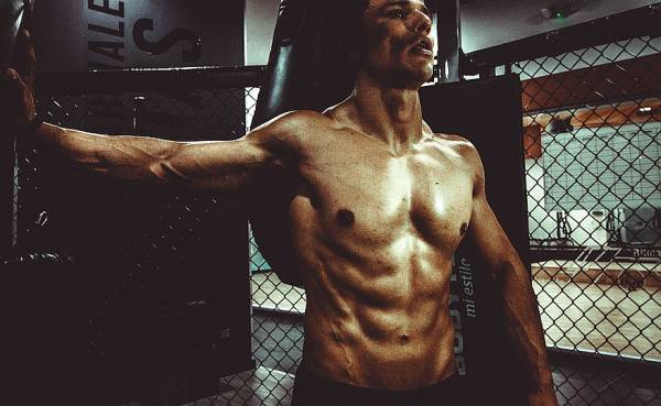 Most supplements are a complete waste of your money. But there are definitely quality supplements that can help you build muscle quickly.