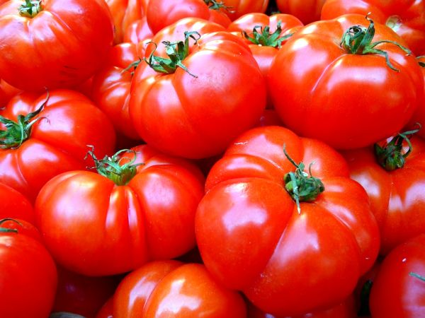 Tomatoes contain lycopenes which are in antioxidants more potent than vitamin C.