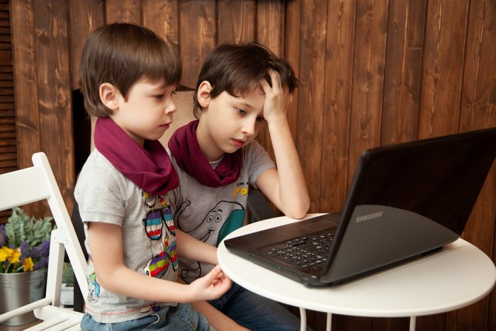 Too Much Internet and Video Games Mean Bad Grades for Kids